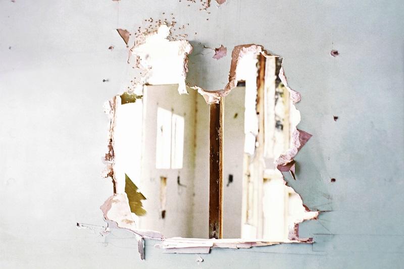 ett vägg håller på att renoveras